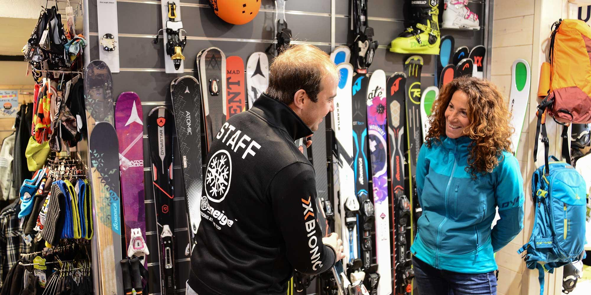 Comment choisir ses skis de location adultes