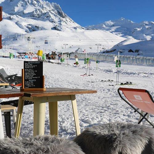 Les Planches un lieu de vie Prosneige le coeur de l'école de ski