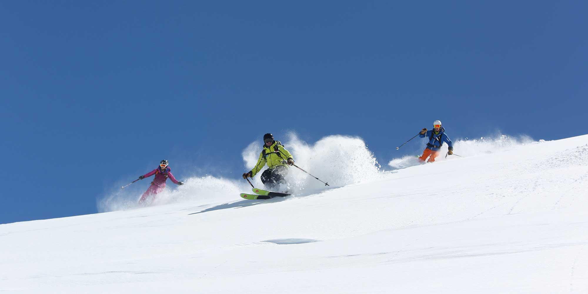 Sorties de ski en hors-piste avec accompagnateurs spécialisés