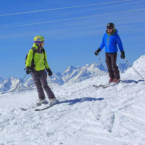 Partage de bons moments avec un moniteur de ski